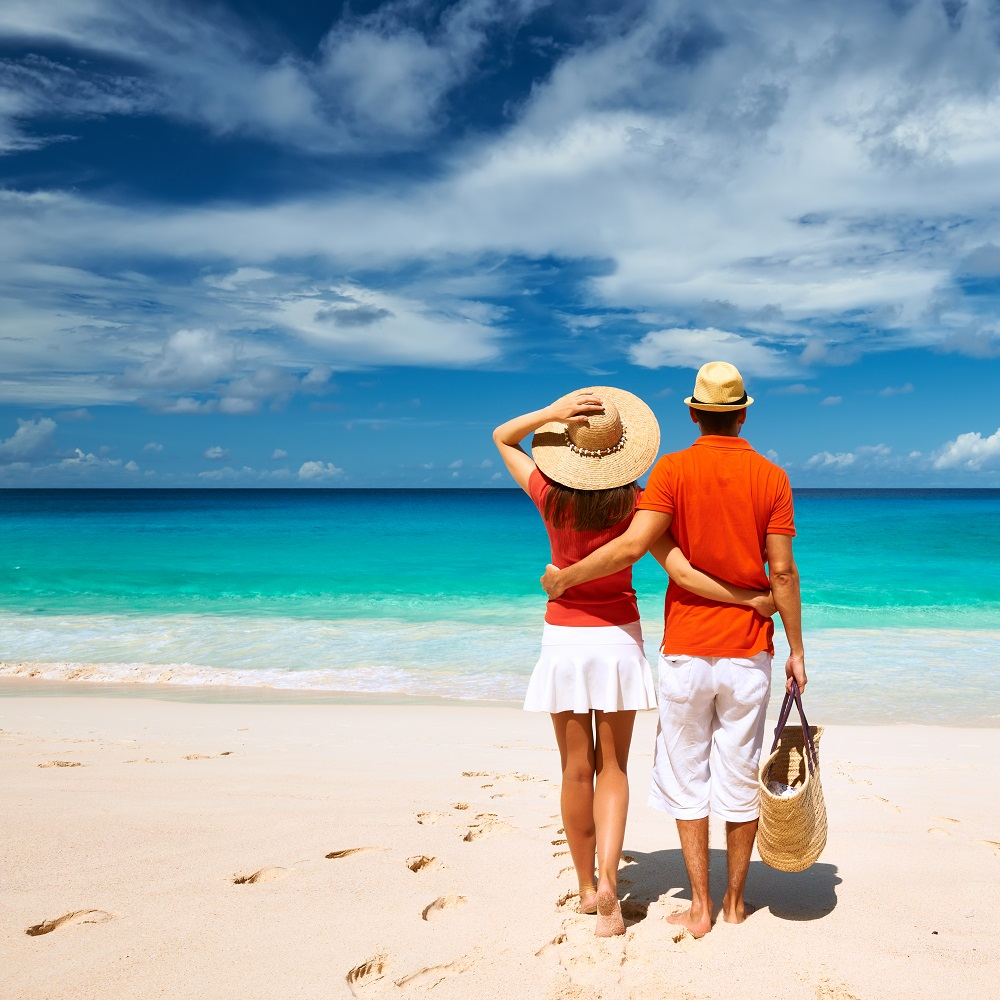 couple in seychelles-resized.jpg