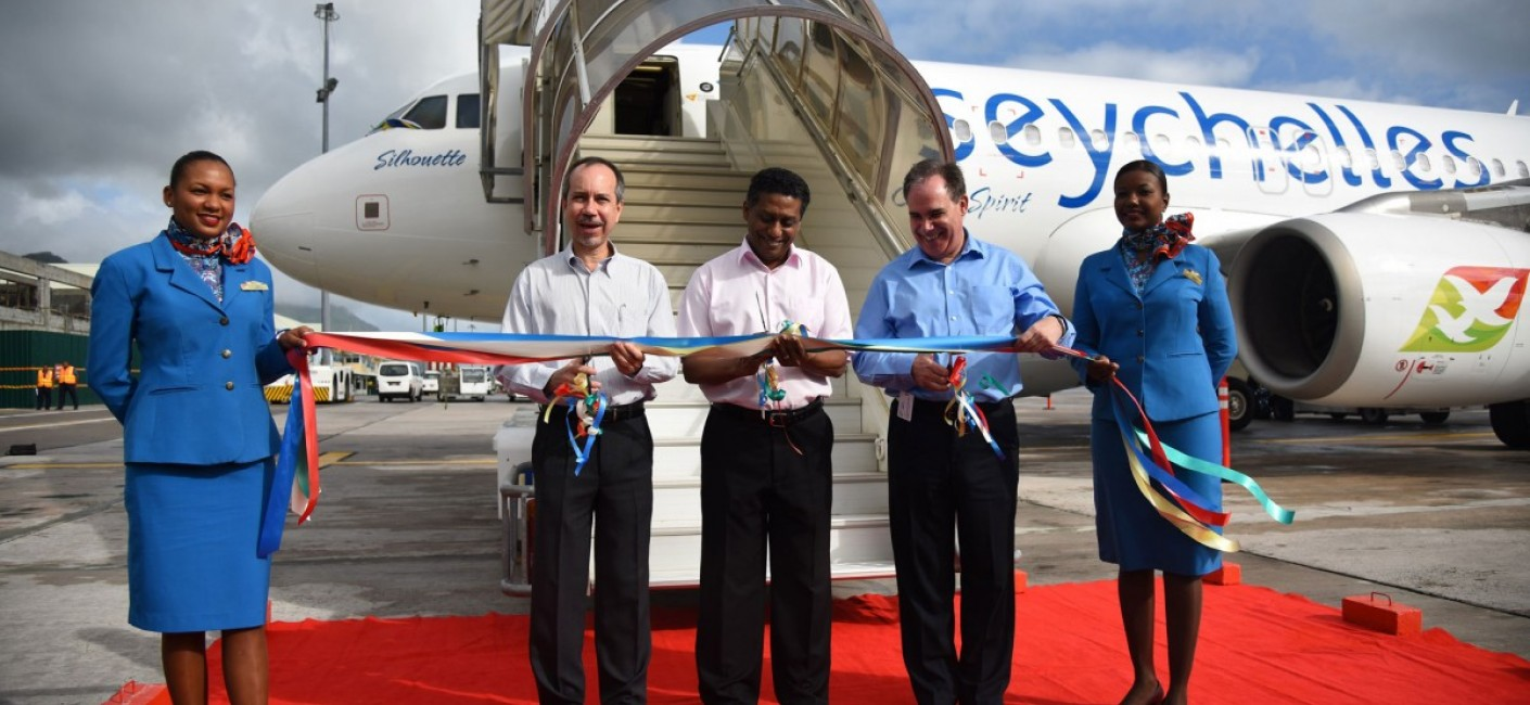 Vice President of Seychelles, Danny Faure (centre), Minister of Foreign Affairs and Transport and Chairman of Air Seychelles, Joël Morgan (left) and Chief Executive Officer of Air Seychelles, Roy Kinnear (right), cut a ribbon in the national colours of Seychelles to welcome the new Airbus A320 aircraft to Seychelles