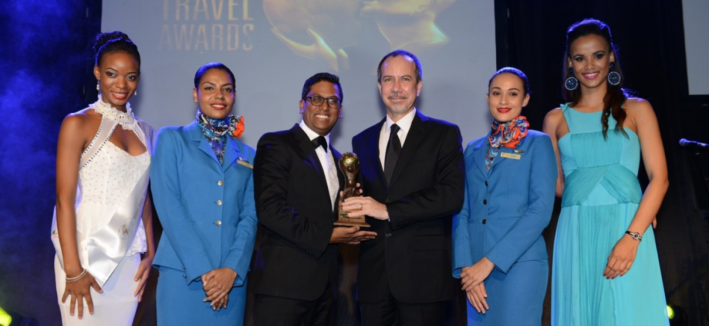 Manoj Papa, Chief Executive Officer Air Seychelles, and Minister Joël Morgan, Chairman Air Seychelles accept the Indian Ocean's Leading Airline Award at the World Travel Awards