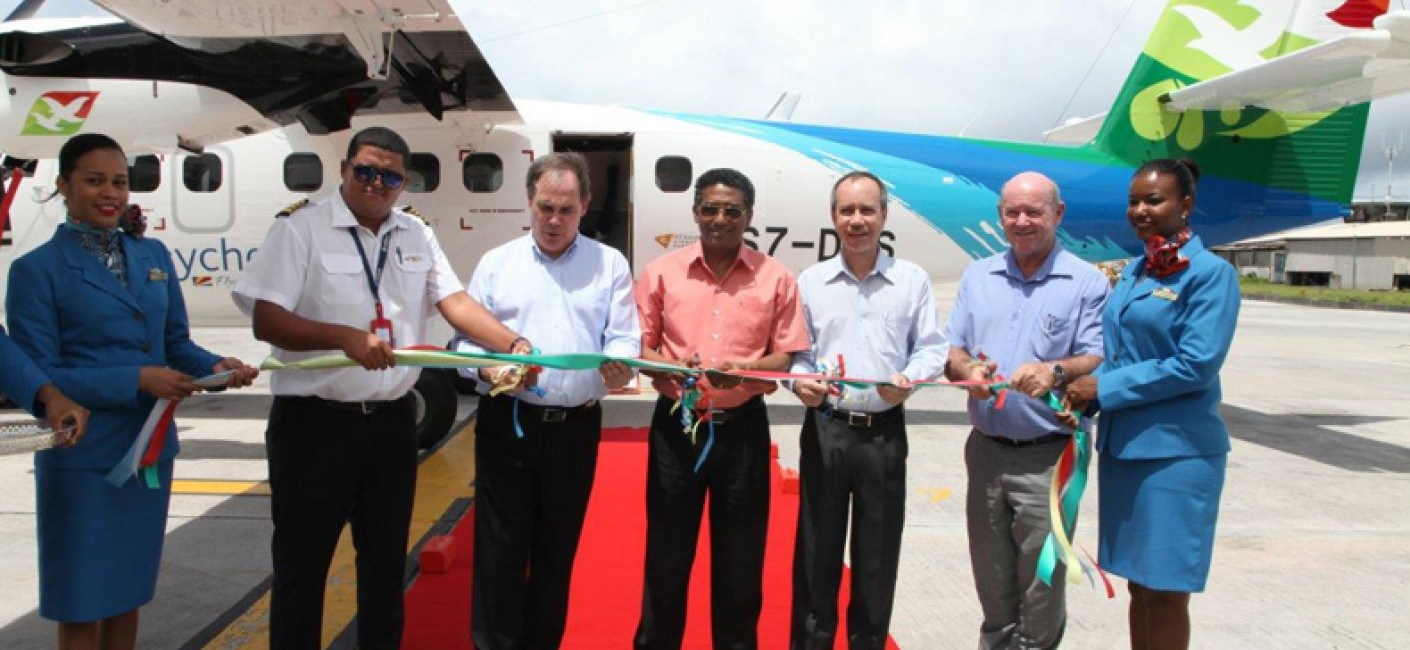 Ribbon cutting ceremony (from left): Captain Mervin Mondon, Chief Executive Officer Roy Kinnear, Vice President Danny Faure, Minister of Foreign Affairs and Transport and Chairman of Air Seychelles Joel Morgan, Minister of Tourism and Culture Alain St Ange
