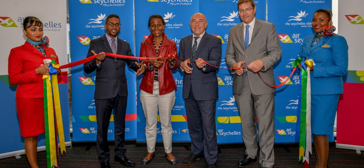 Manoj Papa, Air Seychelles, Bernadette Willemin, Director for Europe at the Seychelles Tourism Board, HE Lionel Majeste-Larrouy, Ambassador of France to Seychelles, and Emmanuel Perrot, Head of Commercial Development at Charles de Gaulle Airport ABCD Terminals, participate in a ribbon-cutting ceremony to commemorate the first non-stop flight between Seychelles and Paris