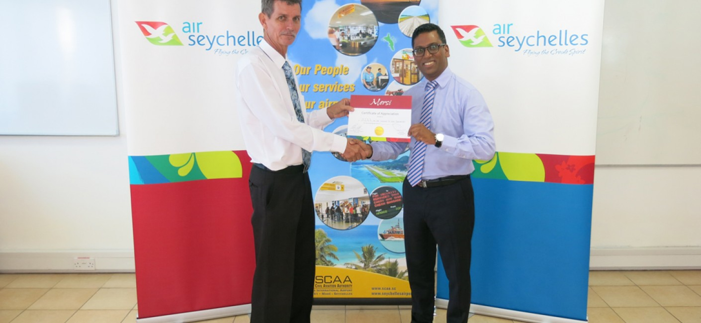 Manoj Papa (right), Chief Executive Officer of Air Seychelles, presents Gilbert Faure, Chief Executive Officer of the SCAA, with a certificate of appreciation