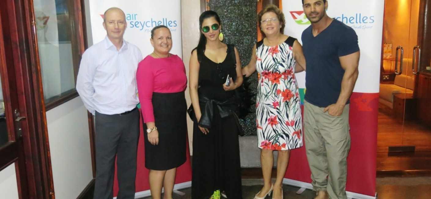 Shruti Hassan (centre) and John Abraham (far right), two of the biggest names in Bollywood, pose next to Rupert Hugh-Jones, Air Seychelles' Head of Corporate Communications (far left), Sabrina Agathine, Air Seychelles' Head of Marketing and Rose-Marie Hoareau, STB's Head of Marketing after arriving on the Mumbai flight
